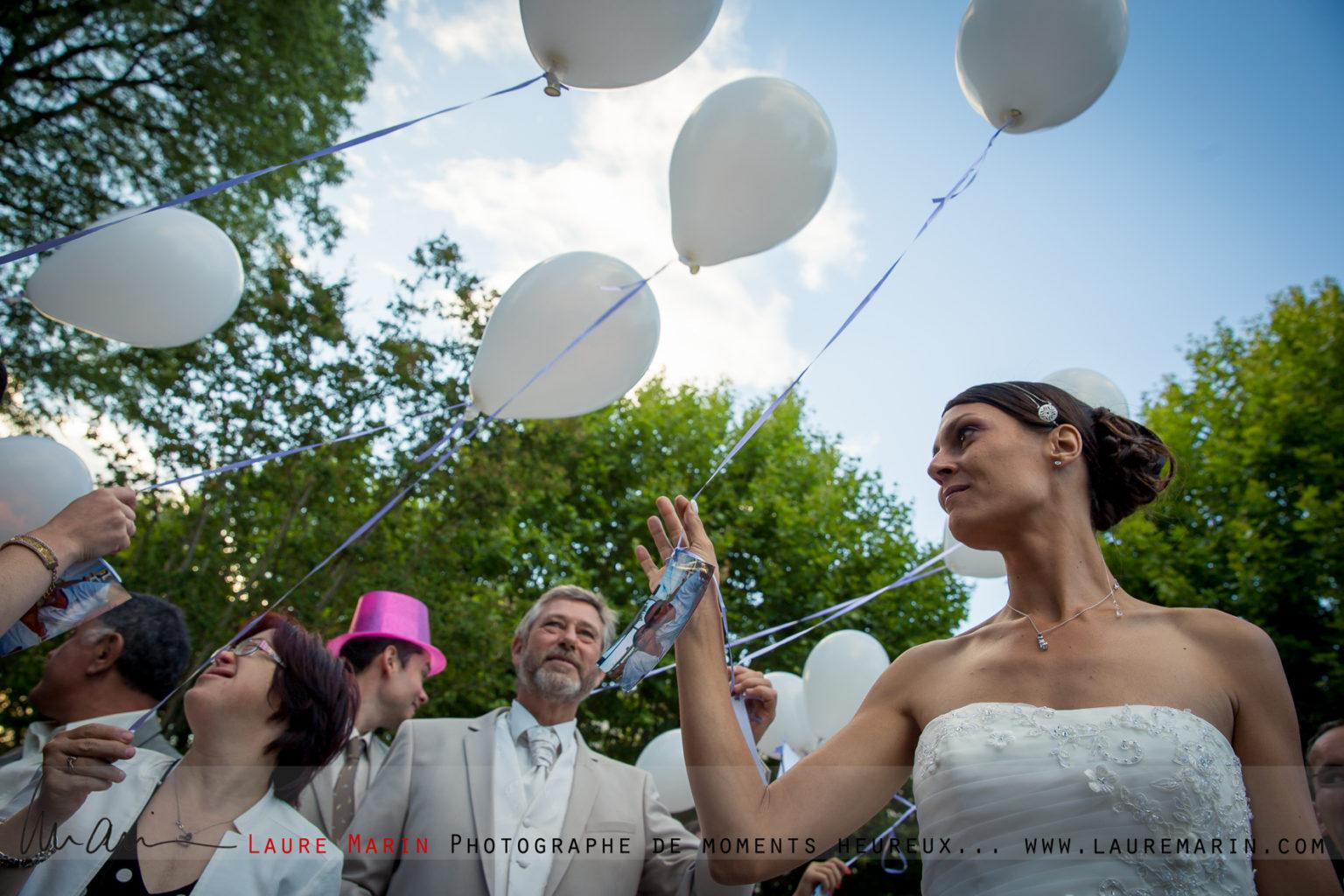© Laure Marin Photographe Mariage Lancer de bouquet_6073