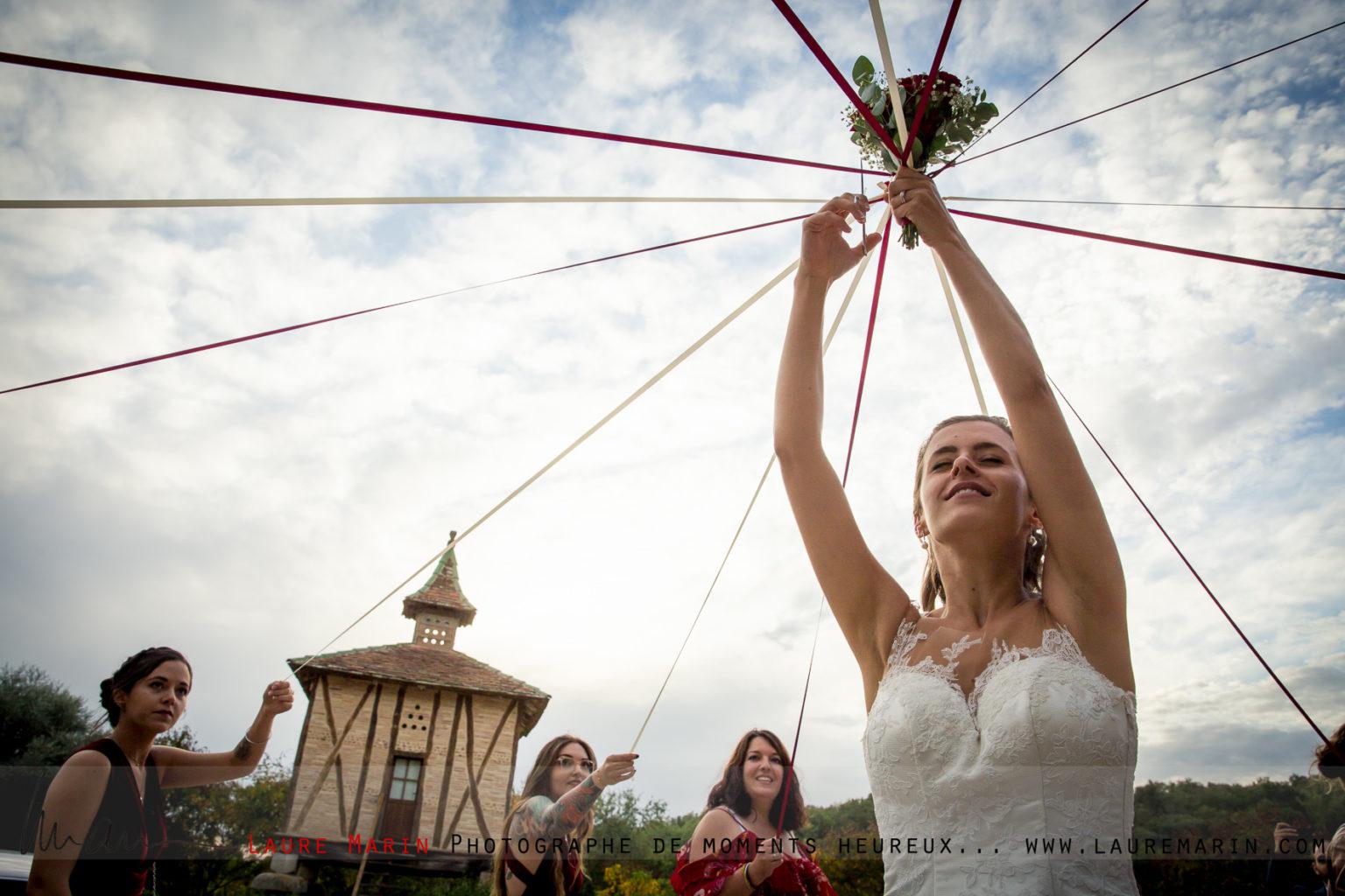 © Laure Marin Photographe Mariage Lancer de bouquet_5271